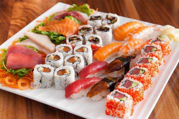 Как приготовить роллы и суши — видео